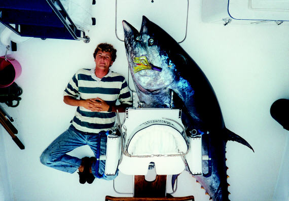 Giant bluefin tuna photo - 704 lbs - Les Gallagher's first giant - Azores
