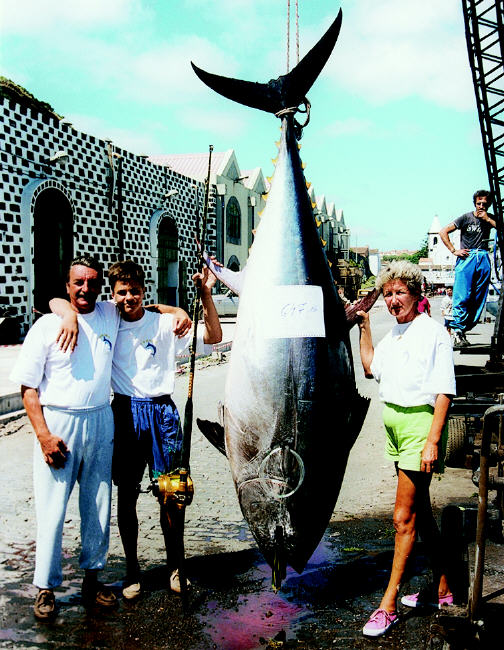 Junior world record giant bluefin tuna photo - 647 lbs - Azores